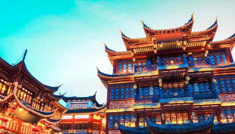 An ornamental building in Asia: Knowledge about international markets prepares you for the competition.
